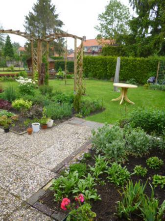 van bestrating en gras naar tuin